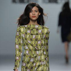Vestido de estampado geométrico de la colección otoño/invierno 2013/2014 de Roberto Torretta en Madrid Fashion Week