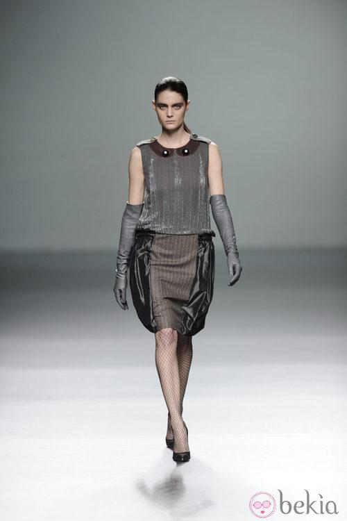 Vestido con falda globo de la colección otoño/invierno 2013/2014 de Victorio y Lucchino en Madrid Fashion Week