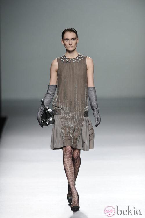 Vestido con trasparencias de la colección otoño/invierno 2013/2014 de Victorio y Lucchino en Madrid Fashion Week