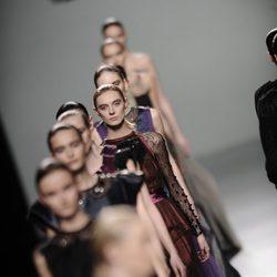 Carrusel final de la colección otoño/invierno 2013/2014 de Victorio y Lucchino en Madrid Fashion Week