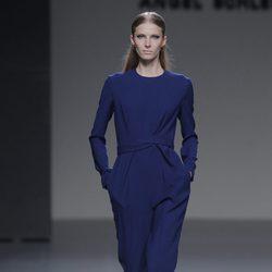 Mono azul de la colección otoño/invierno 2013/2014 de Ángel Schlesser en Madrid Fashion Week