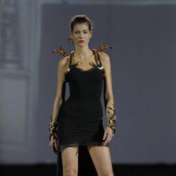 Pulseras y brazaletes de 'cuerno' de la colección otoño/invierno 2013/2014 de Aristocrazy en Madrid Fashion Week