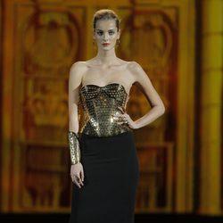 Corsé en oro de la colección otoño/invierno 2013/2014 de Aristocrazy en Madrid Fashion Week