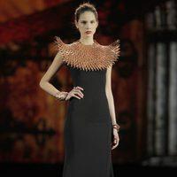 Collar con forma de plumas de la colección otoño/invierno 2013/2014 de Aristocrazy en Madrid Fashion Week