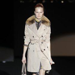Trench de la colección otoño/invierno 2013/2014 de Roberto Verino en Madrid Fashion Week
