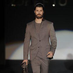 Traje de caballero de la colección otoño/invierno 2013/2014 de Roberto Verino en Madrid Fashion Week