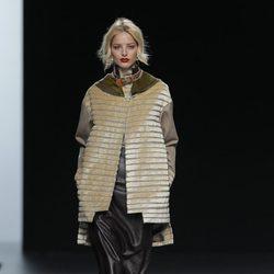 Abrigo de la colección otoño/invierno 2013/2014 de Ion Fiz en Madrid Fashion Week