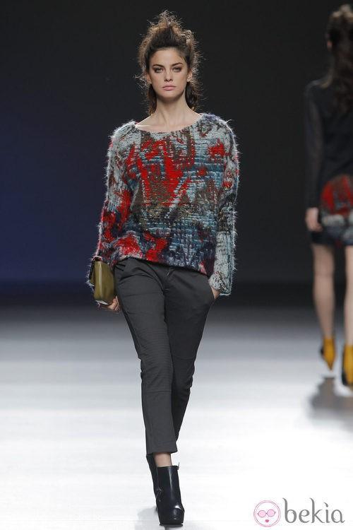 Jersey étnico de la colección otoño/invierno 2013/2014 de Sara Coleman en Madrid Fashion Week