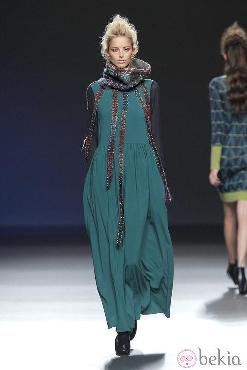 Vestido verde largo de la colección otoño/invierno 2013/2014 de Sara Coleman en Madrid Fashion Week