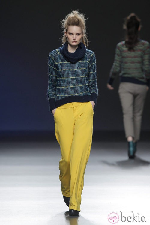 Pantalones amarillos de la colección otoño/invierno 2013/2014 de Sara Coleman en Madrid Fashion Week