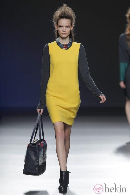Vestido amarillo de la colección otoño/invierno 2013/2014 de Sara Coleman en Madrid Fashion Week