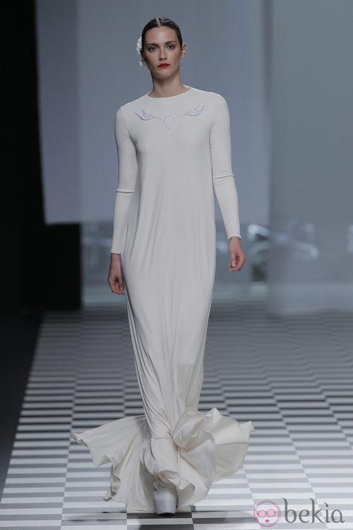Vestido con volantes en los pies de la colección otoño/invierno 2013/2014 de David Delfín en Madrid Fashion Week