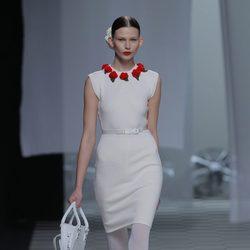 Vestido ceñido a la cintura de la colección otoño/invierno 2013/2014 de David Delfín en Madrid Fashion Week