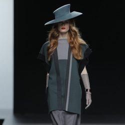 Vestido celeste de la colección otoño/invierno 2013/2014 de Ion Fiz en Madrid Fashion Week