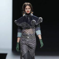 Vestido de transparencias de la colección otoño/invierno 2013/2014 de Ion Fiz en Madrid Fashion Week