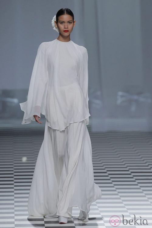 Camisa de manga larga y falda de la colección otoño/invierno 2013/2014 de David Delfín en Madrid Fashion Week