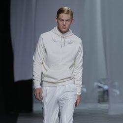 Sudadera y pantalones de vestir de la colección otoño/invierno 2013/2014 de David Delfín en Madrid Fashion Week