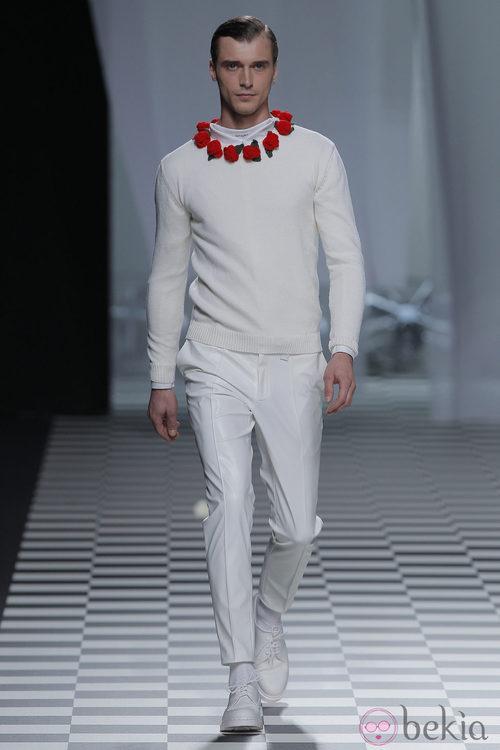 Jersey con flores rojas de la colección otoño/invierno 2013/2014 de David Delfín en Madrid Fashion Week