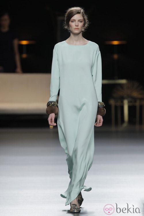 Vestido largo colección otoño/invierno 2013/2014 de Juanjo Oliva en Madrid Fashion Week
