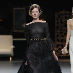 Transparencias en la colección otoño/invierno 2013/2014 de Juanjo Oliva en Madrid Fashion Week