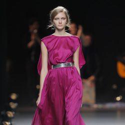 Vestido morado de la colección otoño/invierno 2013/2014 de Duyos en Madrid Fashion Week