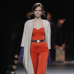 Mono tangerine tango de la colección otoño/invierno 2013/2014 de Duyos en Madrid Fashion Week