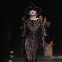 Abrigo marrón chocolate de la colección otoño/invierno 2013/2014 de Duyos en Madrid Fashion Week