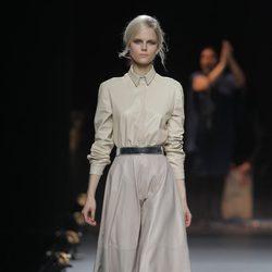 Falda de vuelo de cuero de la colección otoño/invierno 2013/2014 de Duyos en Madrid Fashion Week