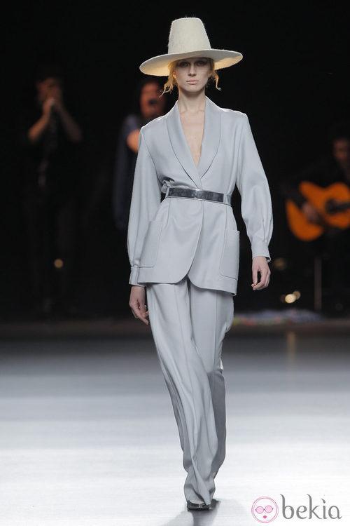 Traje de pantalón de la colección otoño/invierno 2013/2014 de Duyos en Madrid Fashion Week