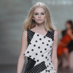 Vestido de lunares de la colección otoño/invierno 2013/2014 de Devota & Lomba en Madrid Fashion Week