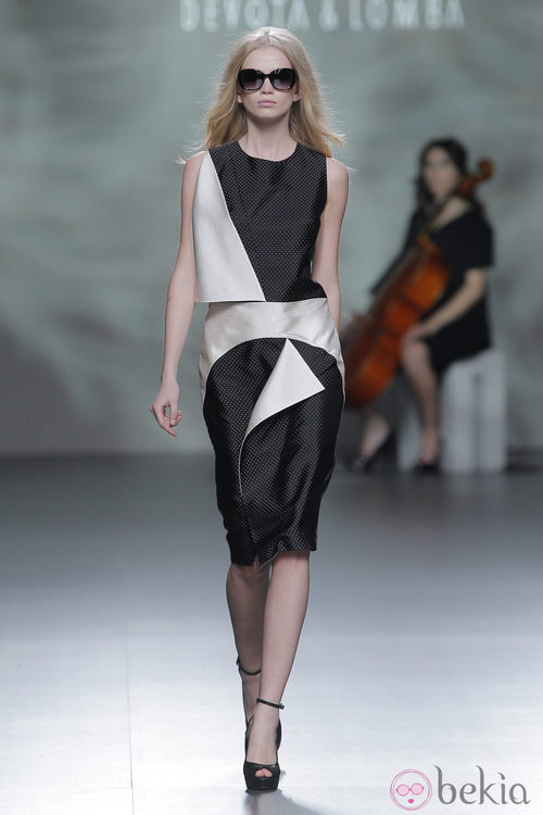 Vestido blanco y negro de la colección otoño/invierno 2013/2014 de Devota & Lomba en Madrid Fashion Week