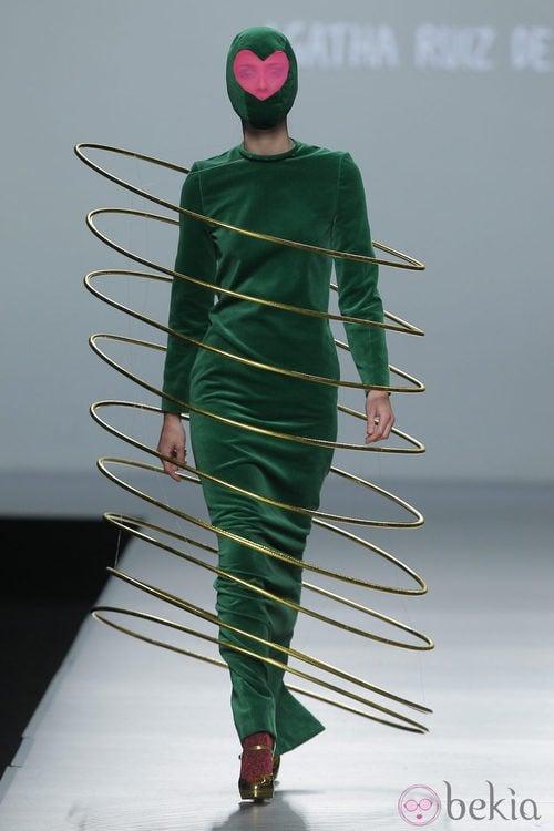 Vestido verde Navidad de la colección otoño/invierno 2013/2014 de Ágatha Ruiz de la Prada en Madrid Fashion Week