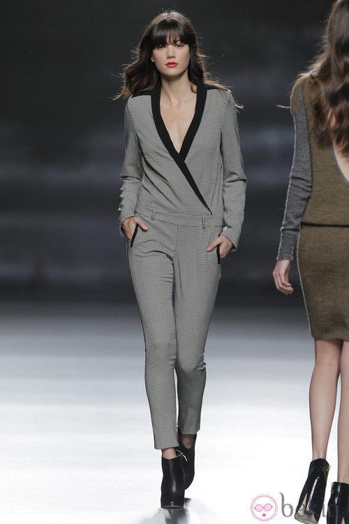 Mono gris de la colección otoño/invierno 2013/2014 de Sita Murt en Madrid Fashion Week