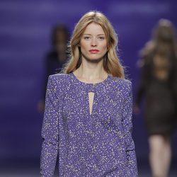 Vestido morado de la colección otoño/invierno 2013/2014 de Sita Murt en Madrid Fashion Week