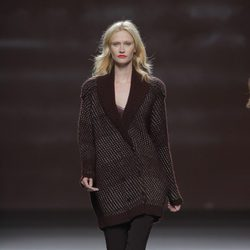 Americana granate de la colección otoño/invierno 2013/2014 de Sita Murt en Madrid Fashion Week
