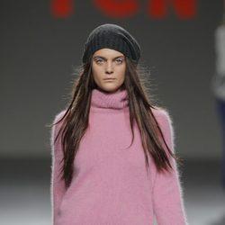 Jersey de punto rosa de la colección otoño/invierno 2013/2014 de TCN en Madrid Fashion Week