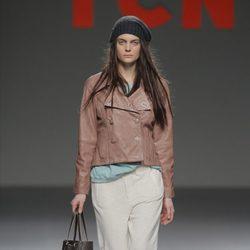 Chaqueta de cuero de la colección otoño/invierno 2013/2014 de TCN en Madrid Fashion Week