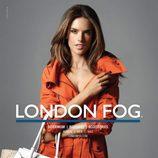Alessandra Ambrosio posando como imagen de London Fog