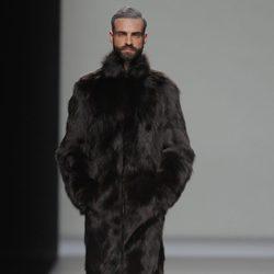 Abrigo de pieles de la colección otoño/invierno 2013/2014 de Etxeberria en Madrid Fashion Week