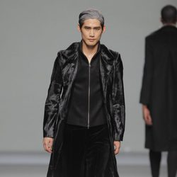 Abrigo de terciopelo de la colección otoño/invierno 2013/2014 de Etxeberria en Madrid Fashion Week