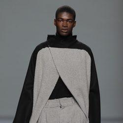 Pantalón con pieles de la colección otoño/invierno 2013/2014 de Etxeberria en Madrid Fashion Week