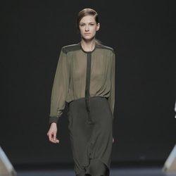Vestido con transparencias de la colección otoño/invierno 2013/2014 de Moisés Nieto en Madrid Fashion Week