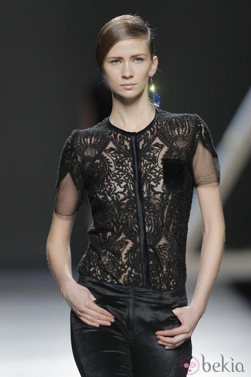 Encaje en la colección otoño/invierno 2013/2014 Moisés Nieto en Madrid Fashion Week
