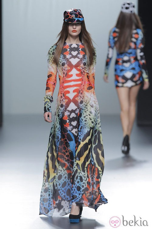 Vestido largo de la colección otoño/invierno 2013/2014 de María Escoté en Madrid Fashion Week