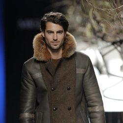 Abrigo de hombre de la colección otoño/invierno 2013/2014 de Miguel Marinero en Madrid Fashion Week