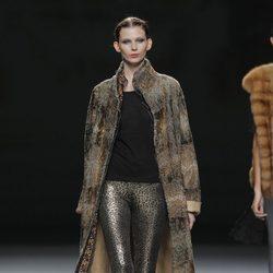 Pantalón animal print de la colección otoño/invierno 2013/2014 de Jesús Lorenzo en Madrid Fashion Week