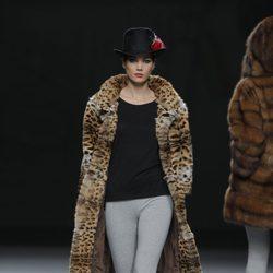 Abrigo print animal de la colección otoño/invierno 2013/2014 de Jesús Lorenzo en Madrid Fashion Week