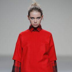 Look rojo de la colección otoño/invierno 2013/2014 de Manémané en Madrid Fashion Week