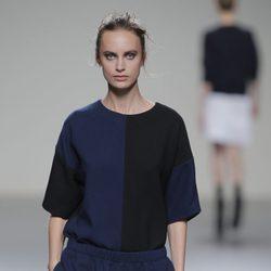Conjunto bicolor de la colección otoño/invierno 2013/2014 de Manémané en Madrid Fashion Week