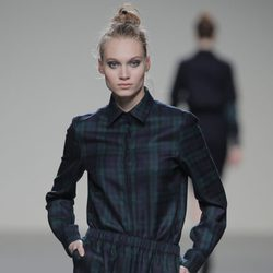 Conjunto tartán de la colección otoño/invierno 2013/2014 de Manémané en Madrid Fashion Week